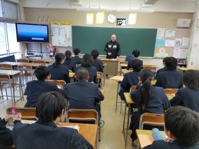 岡林裕二選手が横浜市内の中学校で職業講話